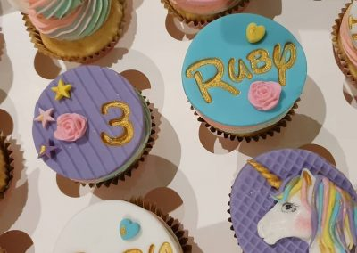 Unicorn cucpakes for girls birthday party 4